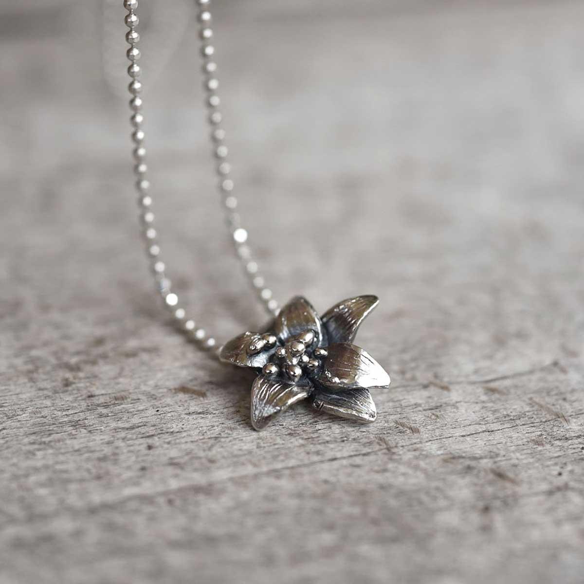 Flower chain necklace in sterling silver. Design Katerina Glinou, Bead A Boo jewelry